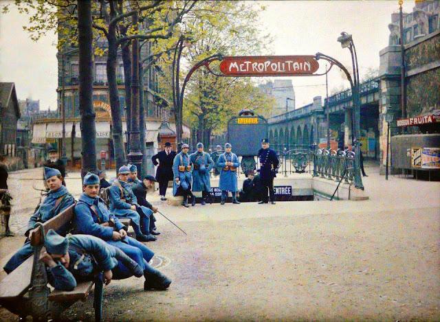 Paris soldiers