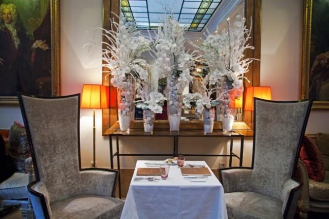 Hotel-Lancaster-Paris-Gouter-Noel-Silencio-table-650x433