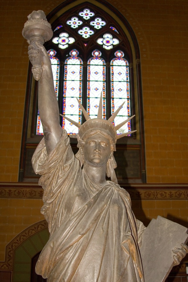 Statue_of_Liberty_in_the_Musee_des_Arts_et_Metiers_Paris