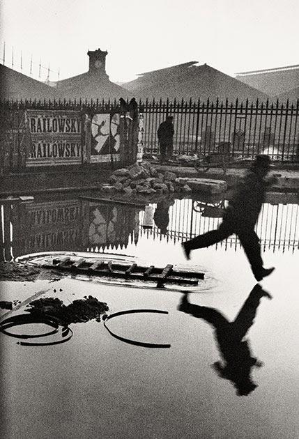 Henri Cartier-Bresson Derrière la gare Saint-Lazare, Paris, France, 1932