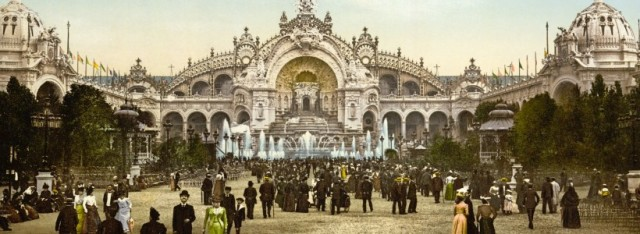 Le_Chateau_deau_and_plaza_Exposition_Universal_1900_Paris_France-820x300