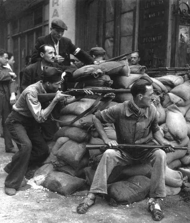 Robert Doisneau Barricades, Paris, 1944